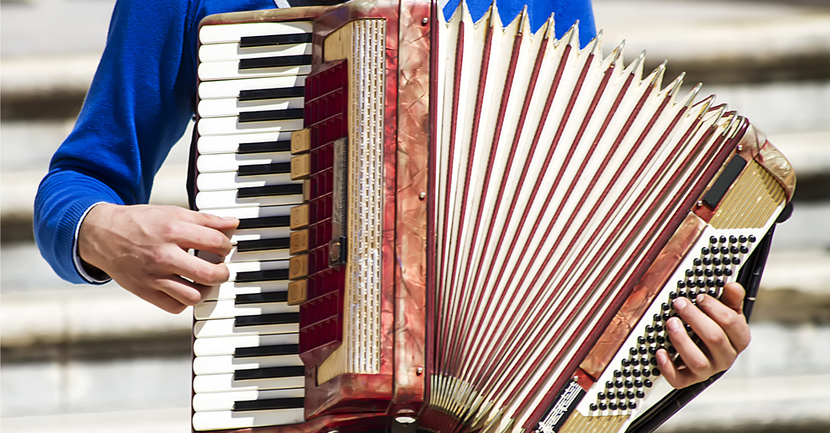 Hire a accordionist for your wedding
